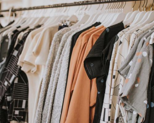 Ubrania, które optycznie wyszczuplą sylwetkę