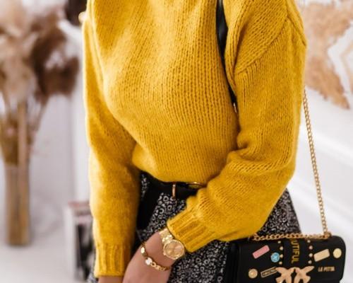 Swetry i kardigany w połączeniu ze spódniczką mini. Zainspiruj się!